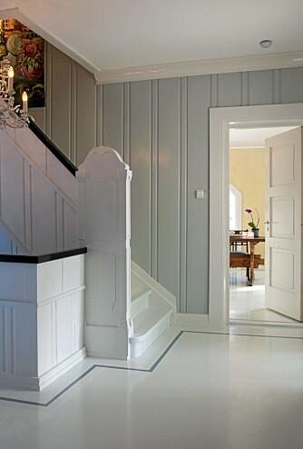 LEKKERT: Med sine lette, grå og hvite valører har den triste trappen blitt lys og vakker.