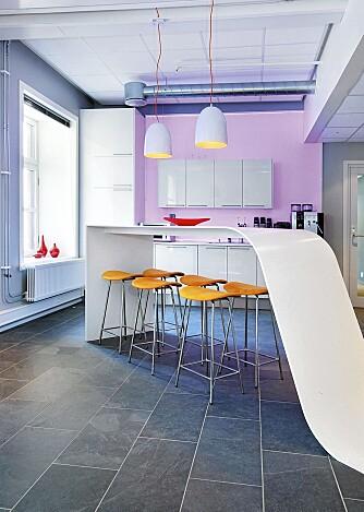 SAMLINGSPUNKT: Zinc har designet en original kaffebar i Opplysningen 1881s lokaler i Oslo.