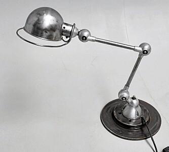 INDUSTRIELL: Denne fine lampen fra Jielde lå på Lauritz til 1100 kroner da vi sjekket. Den er solgt, men lignende lamper finnes. FOTO: Lauritz.com.