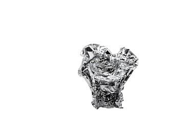 """FORMBAR: """"Memory"""" består av et tekstil fremstilt av resirkulert aluminium og som du selv kan forme slik du ønsker."""