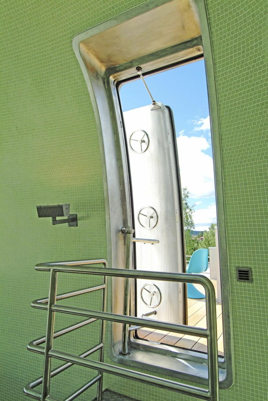 SE OPP: Åpner du toppdøren har du panoramautsikten over fjorden rett foran deg.