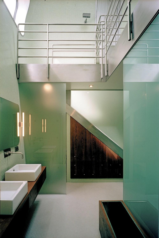 EN HØYDARE: Hovedbadet går over to etasjer.