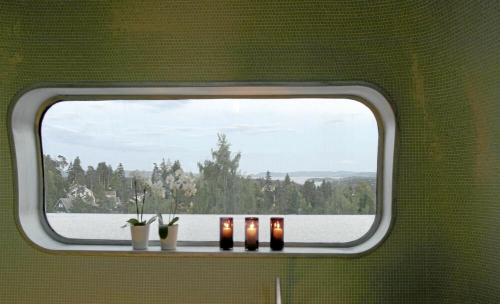 STORT UTSYN FRA LITE VINDU: Små vinduer, nesten glugger gir spennende gløtt ut mot Oslo-fjorden.