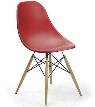 IKKE EKTE VARE: Denne stolen ligner på Eames stol, men heter Shell og er mye rimeligere. Furniturebox.