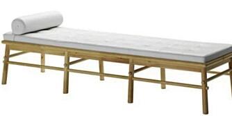 TRENDKJØP: Stylist Ingvild Hemma liker veldig godt benken August fra Ikea, som hun tror kan bli en klassiker.