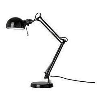 TRENDY: Lampen Forså fra Ikea har en industriell look som er veldig trendy nå.