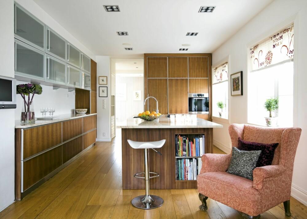 STRAM HELHET: Det nye kjøkkenet kjennetegnes av rene linjer, godt med lys og funksjonelle steder der medlemmer av familien kan sitte ned og ta en pust i bakken.