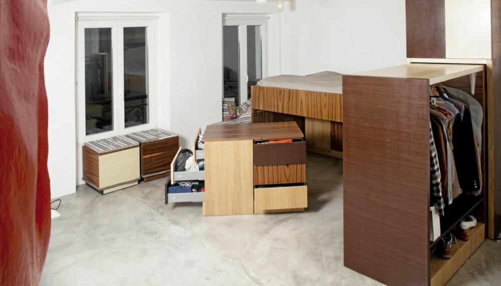 Mobilt. Met et helt system av mobile, arkitekttegnete møbler blir soverommet som innredningen i en bobil; kompakt og fleksibel.