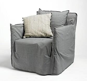 Det er ikke nok å kjøpe grå møbler for å få et grått interiør, du må male, sier ekspertene. Men så kan du gjerne supplere med møbler i den riktige gråskalaen. Stolen Ghost, kr 7750, Verket Interiør.