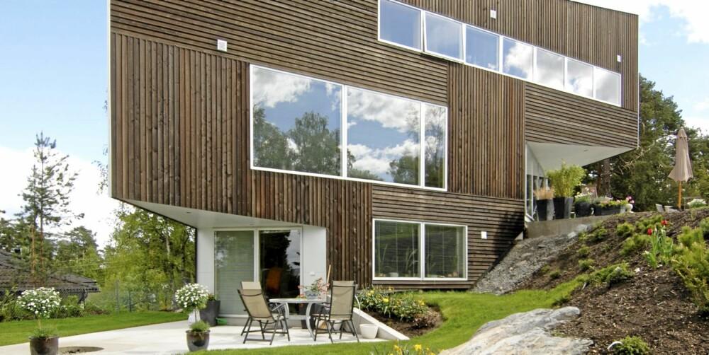 INNHUGG PÅ TO SIDER: Det trekantformede huset brytes av to innhugg i bygningskroppen.