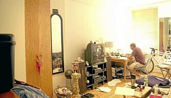 FØR: Michael Pozner i leiligheten før den ble bygget om.