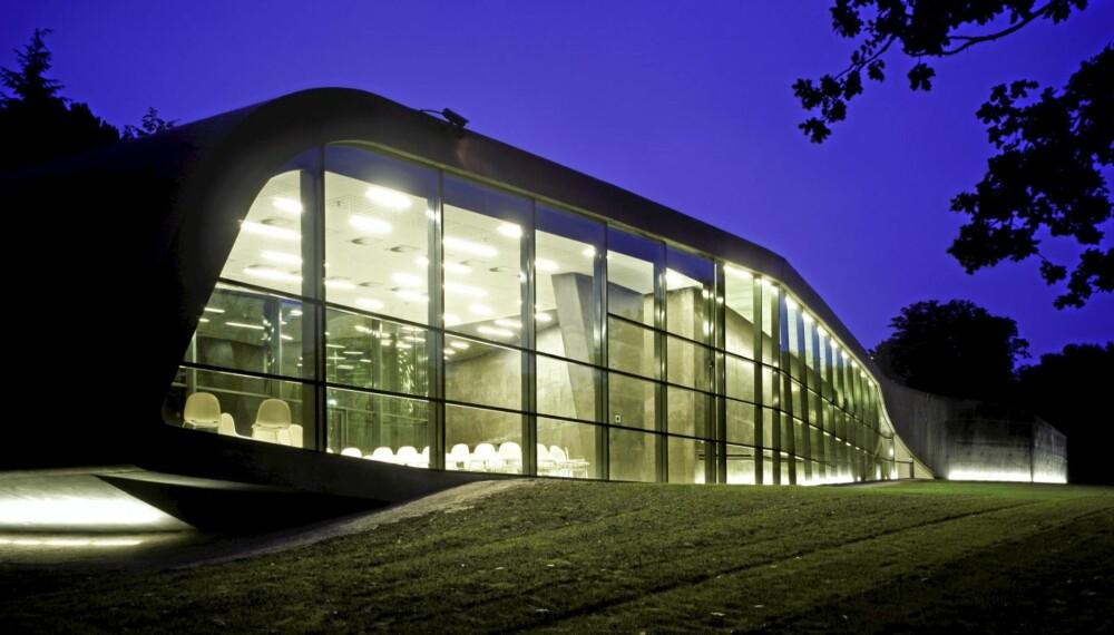 SNEGLEN KRYPER: Det ser ut som om tilbygget til Ordrupgaard Museum kryper langsomt fram fra en lysning i skogen.
