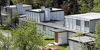 ARKITEKTURIKON: Arne Korsmo hører til en av landets mest kjente arkitekter. Denne husrekke på tre i Oslo tegnet han på 1950-tallet. Nå selges det midterste, som også var hans egen bolig.