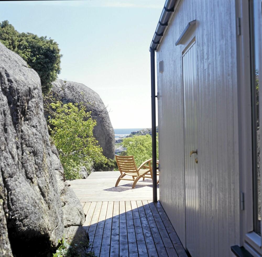 VÆRBITT: Den grå plattingen er som en del av fjellet og fungerer sommerstid som en forlengelse av interiøret.
