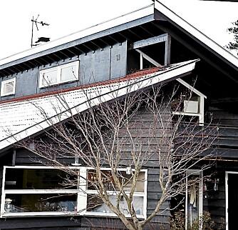 BRUN IDYLL:  Beboerne falt for villaen i 80-tallsstil, de startet med å male det rustoransje huset brunt.