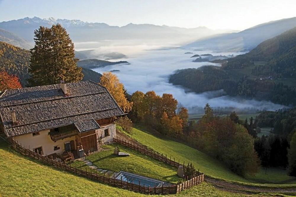 UTSIKT: Hytta i Tyrol har en fantastisk utsikt over den Italienske fjellheimen.