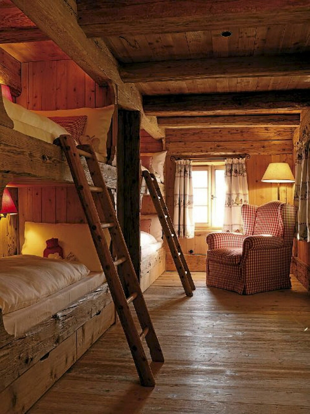 RUSTIKT: Det rustikke interiøret kan minne om en norsk hytte.
