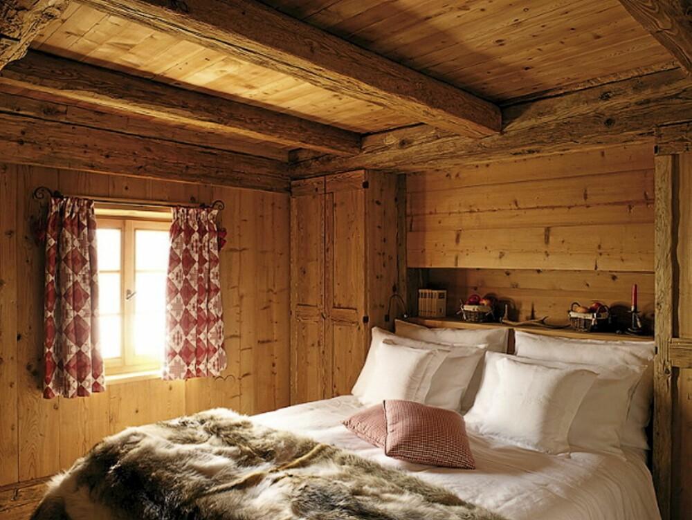 HYTTEKOS: De gamle tømmerveggene og det lune interiøret gir en koselig hyttefølelse.