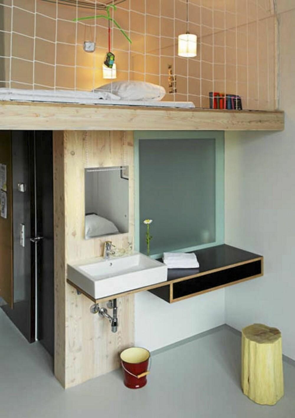ROM: Det personlige hotellet tilbyr ulike rom for ulike preferanser. Dette er et med flere senger om man er en gruppe sammen.