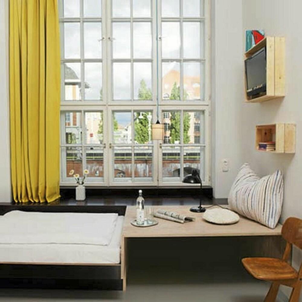 LEKENT: Rommene på Michelberger hotell er lekne og enkle med små fargeklatter.