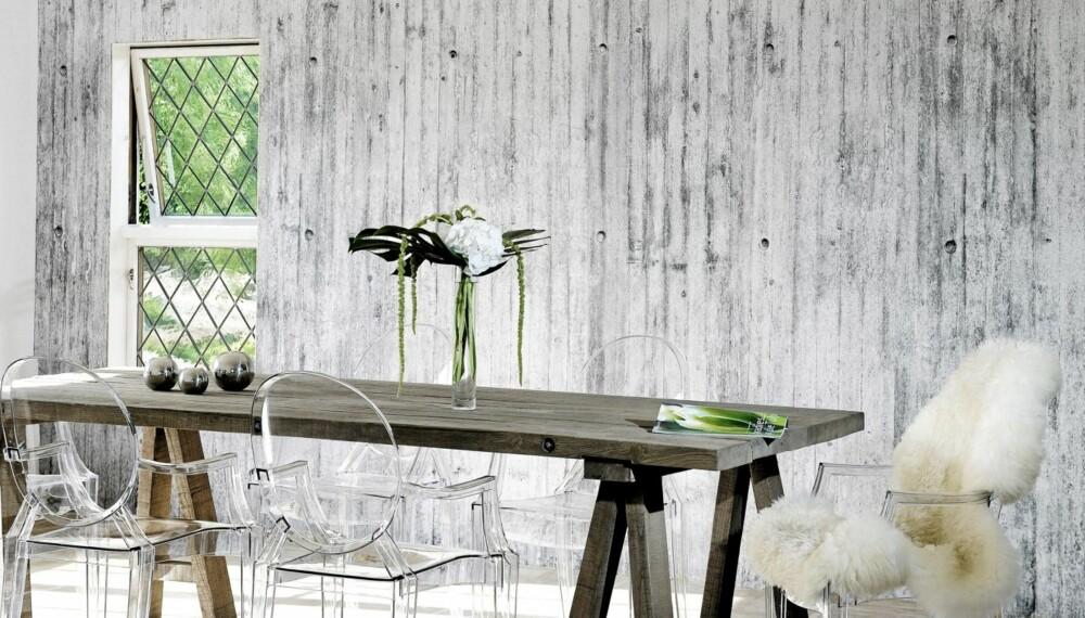 BETONG PÅ VEGGEN: Ønsker du deg en betongvegg? Nå kan du få det røffe uttrykket. Tapetet er basert på fotografier av den norske fotografen Tom Haga.