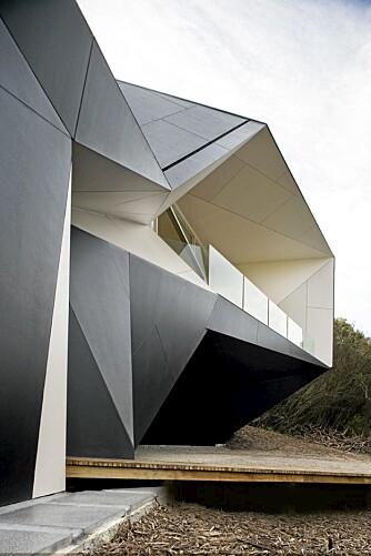 GEOMETRI: Huset har mange fasetter og kanter.