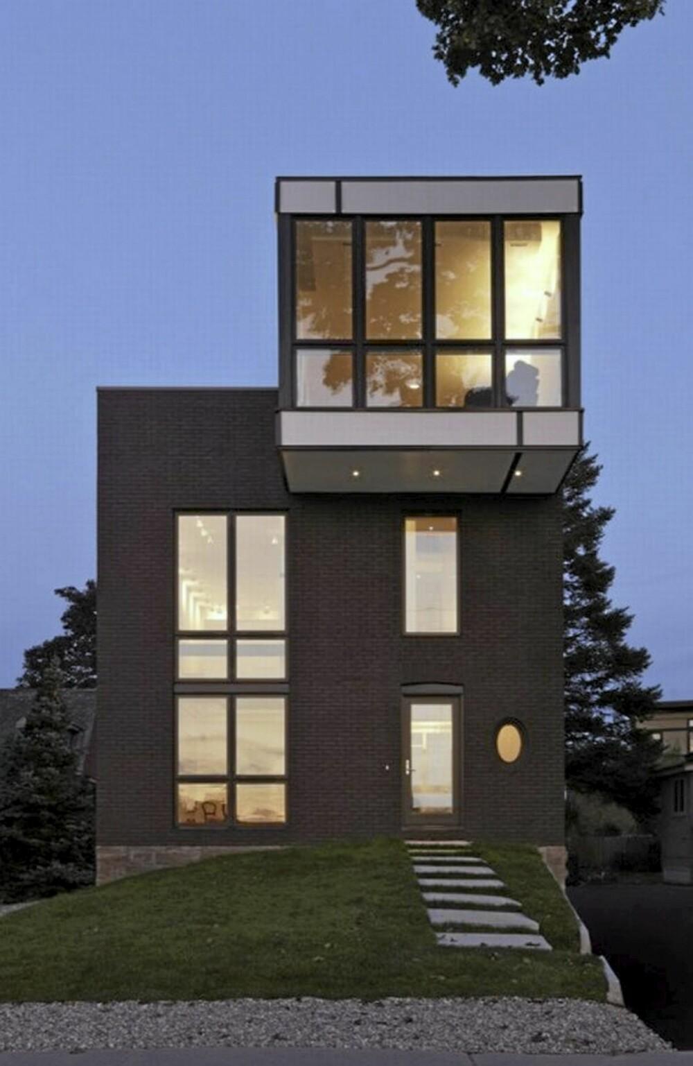 STOR FORANDRING: Masse lys fra store vindusflater, og utbygg som preger hele formen.