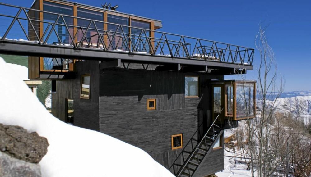 MONUMENTALT: Arkitektene ønsket å reise et monumentalt bygg i Andesfjellene, og kledde det med sort skifer.
