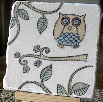 FLIS: Ugler på en flis som dekor, til veggen eller under koppen.
