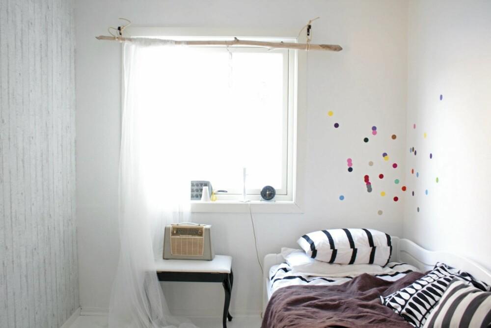 KREATIVE INNSLAG: Bloggeren IfraLahell kan by på masse smarte tips. Rekved brukt som gardinstang og prikker på veggen, er bare noe av det.