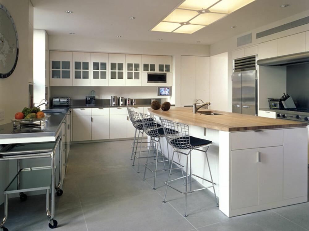 KOKKEKUNST: Det var viktig for familien at kjøkkenet var stort og funksjonelt.