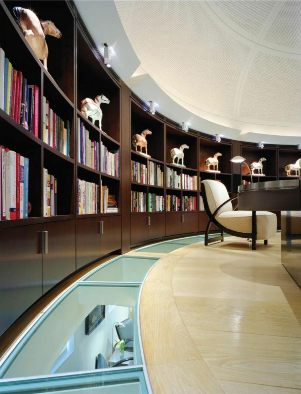 """BOKORM: Biblioteket eller kontoret som det ogsp blir kalt """"""""henger"""""""" på en balkong over soverommet."""