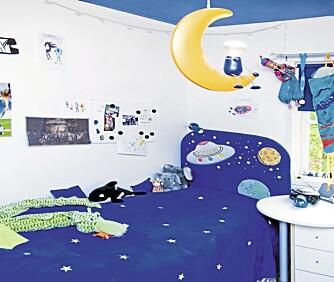 Stjerner, måner og romskip gjør det lett å drømme seg bort til andre univers