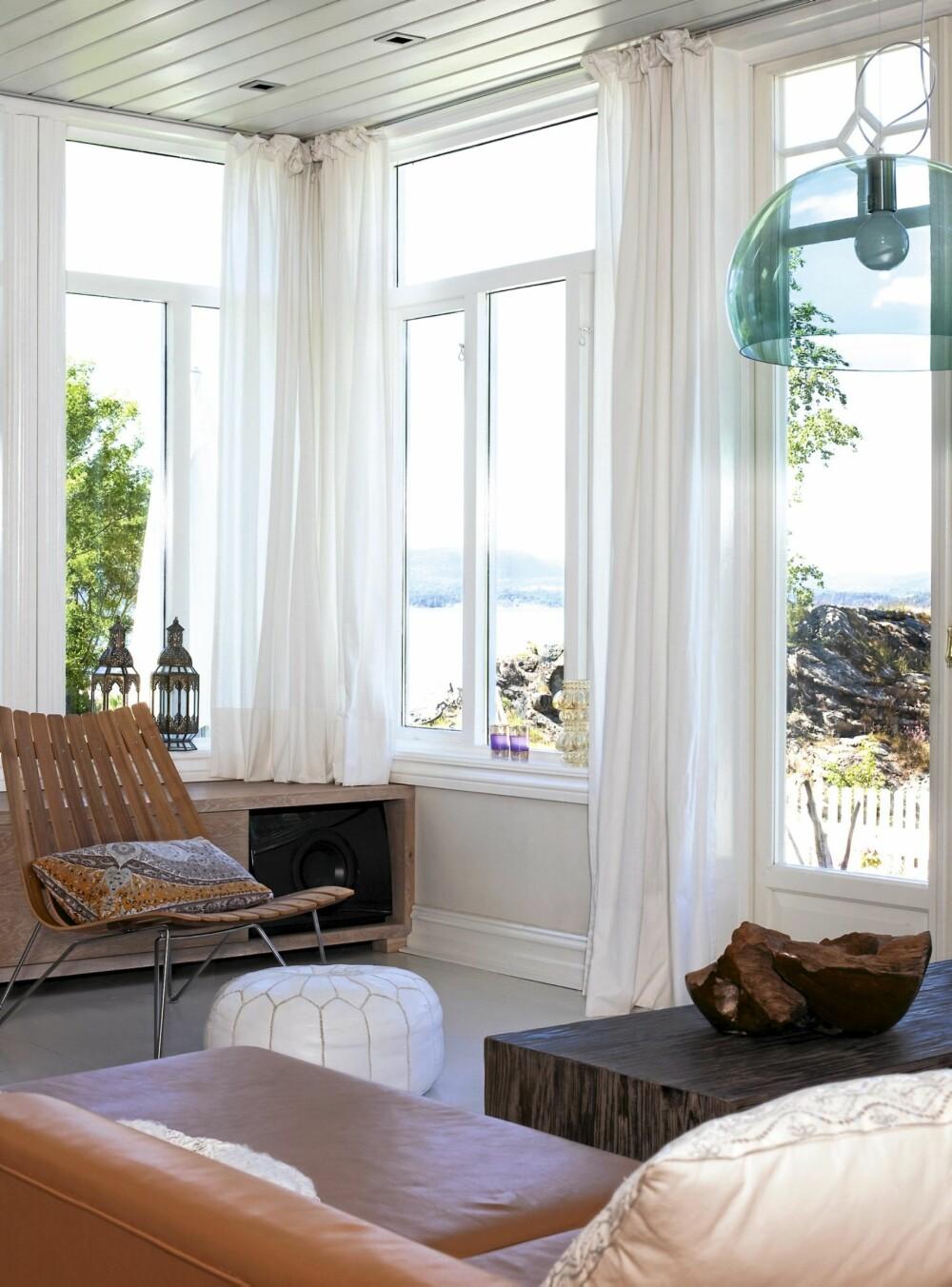 SJØPANORAMA. Fra stuen er det utsikt over store deler av indre Oslofjord.