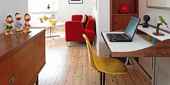 RETROKONTOR: Hjemmekontoret er innredet med designikonet Home Desk fra Vitra.