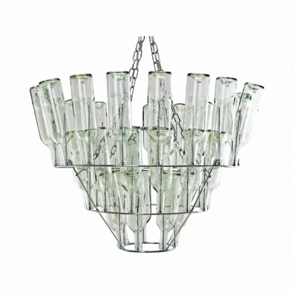ORIGINALE LAMPER: Denne er laget av vinflasker. Fra dutchbydesign.
