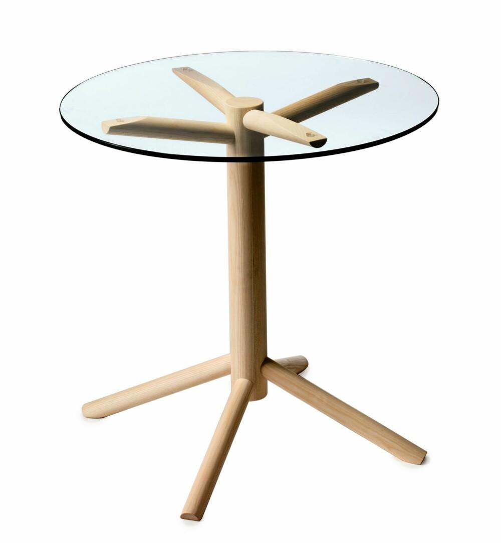 SKULPTURELT UNDERSTELL: Det er understellet som gir salongbordet Flake karakter. Design ved Nina Jobs for Gärsnäs.