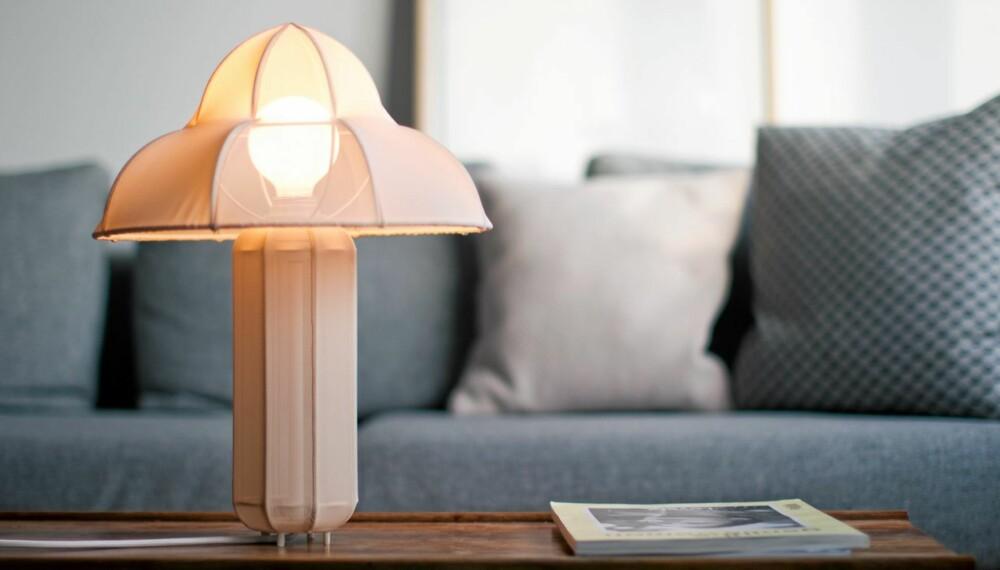 NORSKE LYSPUNKTER: Bordlampen Ray er designet av Kristine Five Melvær.