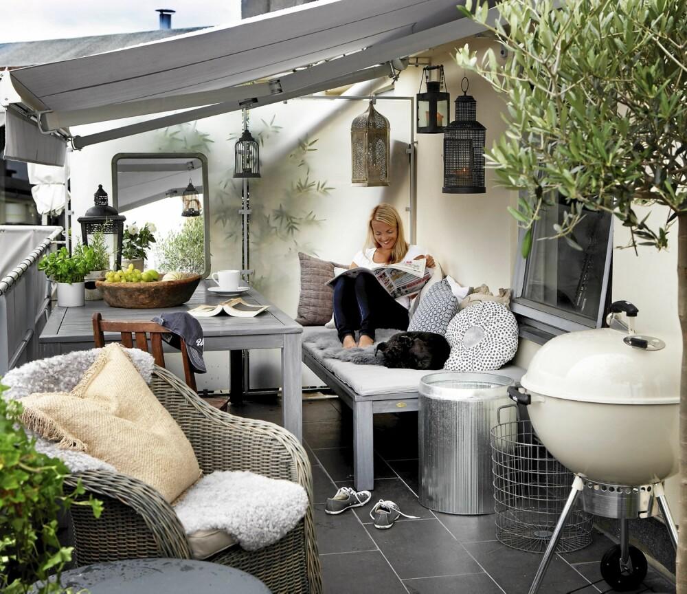 HVERDAGSBALKONG: Til hverdags kan benkene settes sammen til en lun og god dagseng.