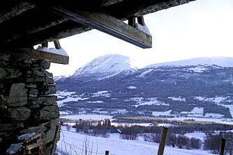 PANORAMA: Utsikt fra Bjerkaker-tunet i retning Oppdal.