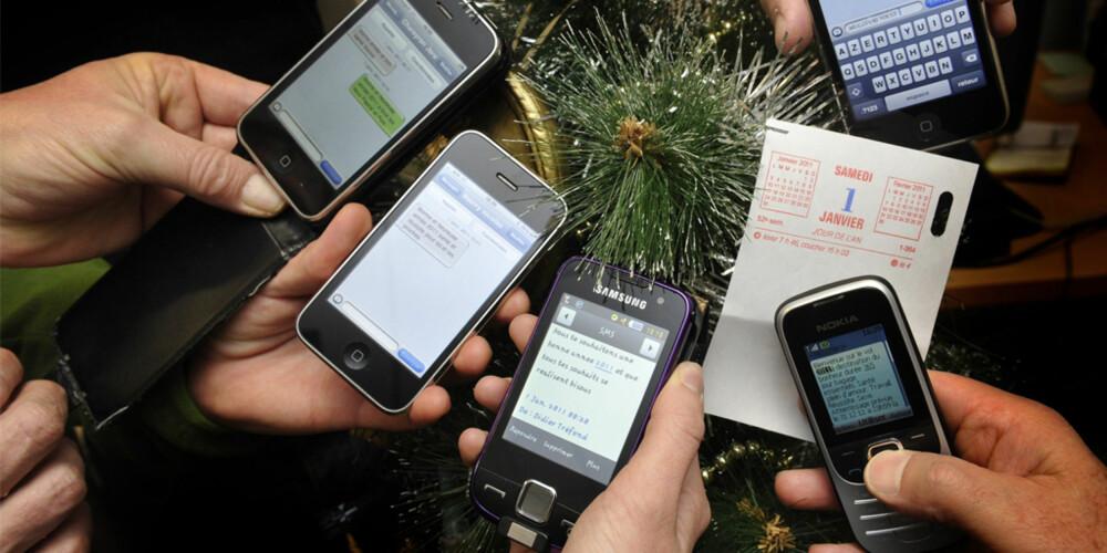SLÅ AV: Ja, vi er alle avhengige av smart-telefoner. Nei, det er ikke OK å la den ligge midt på bordet - eller svare på samtaler - i juleselskapet.