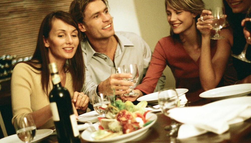SELSKAPETS KJØREREGLER: Det kan være fint før man går i selskap å orientere seg litt om hva som forventes av bordskikk og etikette.