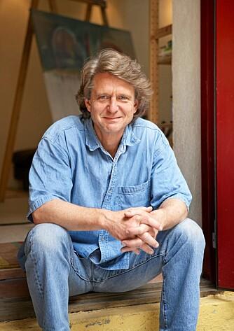 Billedkunstner og foredragsholder Bjørn Thorbjørnsen har lagt ned mange arbeidstimer under rehabiliteringen av den gamle stallen.