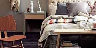 SOVEROM: Her har stylistene satt sammen et soverom i duse farger og møbler med personlighet.