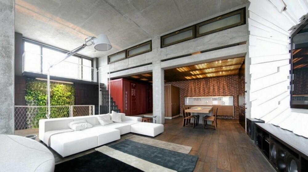STILREN STUE: Detaljer betong, tre og metall, kombinert med stramme møbler gir leiligheten kule kontraster på en gjennomført måte.