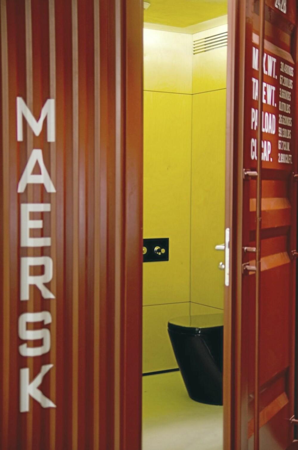 TOALETT: Gjestetoalettet er bygget inni den røde containeren.