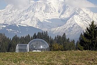 STORSLÅTT: Det å sove under åpen himmel blir litt emr komfortablet når man kan gjøre det inne i et telt.
