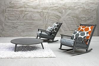 ITALIENSK DESIGN: Hos Gran Domino i Fredrikstad og  Bohemia på Sola får du kjøpt møbler fra anerkjente, italienske Gervasoni. Disse gyngestolene er fra serien Gray.