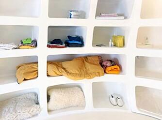ENKELTSENG: Det ville bli trangt om man skulle ligge to i bredden i denne sengen!