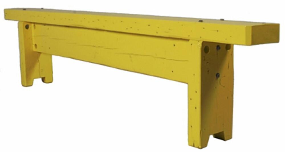 LENGDEMÅL: Piet Hein Eeks siste produkt, One beam bench, blir bare like lang og bred, som bjelken den lages av.  Foto: Produsenten